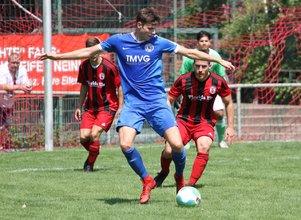 FuWo-Spandaucup 2018-Jeremy Engel gab der Abwehr des FC Spandau 06 (hier Burak Asikoglu, re., und Kevin Zecha, Li.) viele Rätsel auf.